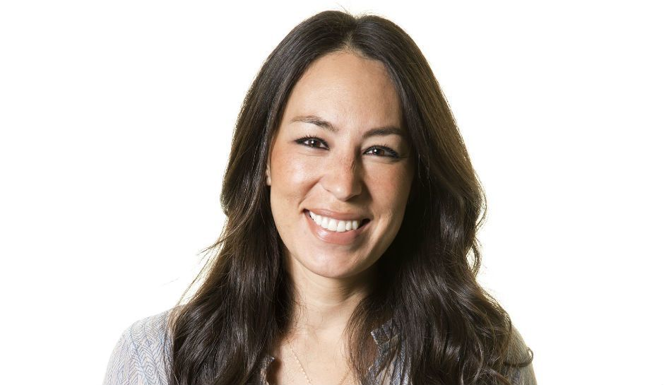 Joanna Gaines Skin Care Line Fixer Upper Star Denies Persistent Rumors She S Leaving The Show Joanna Gaines Chip And Joanna Gaines Joanna Gaines Family