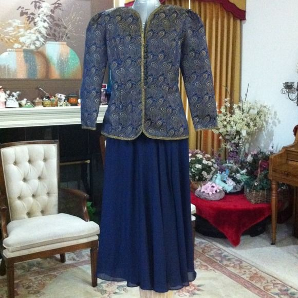 Reduced 2 Pcs. Suit the Skirt is Sheer Navy blue skirt is lined navy blue/ coat navy blue printed worn few times in good condition, skirt is elastic around the waist, Chiffon Skirt. In The Mood Skirts