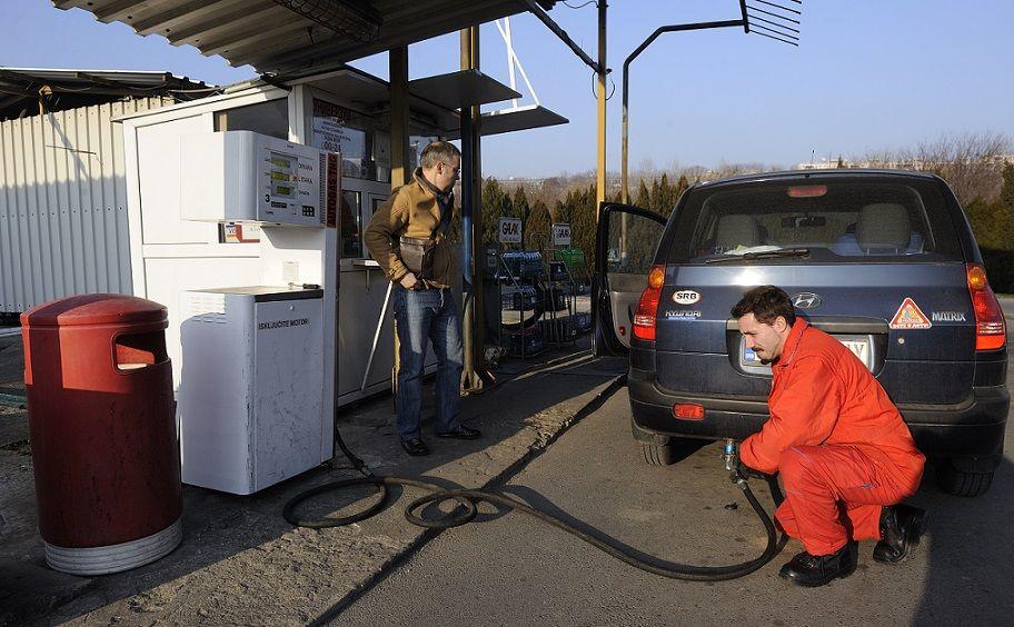 Србија ће остати без ТНГ-а јер је држава са акцизама и порезима подигла цену тог енергента за 50%  Београд — Пораст акциза и све већа захватања државе у цену течног нафтног гаса довешће до тога да ће тај енергент нестати са српског тржишта, упозоравају нафташи. �