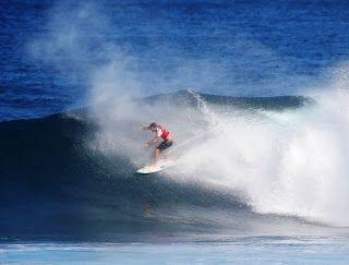 Blog Esportivo do Suíço:  Mineirinho avança no fim e segue vivo na luta pelo título mundial de surfe