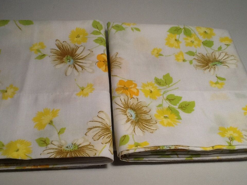 Vintage Pillowcases Yellow Green and White by VintagePickin