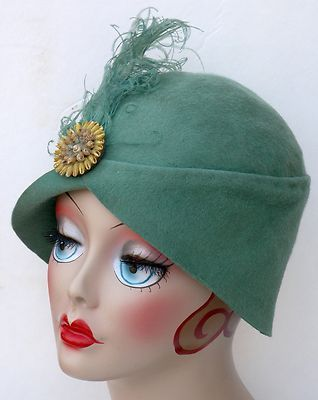 af492621d93675 Vtg Ant 1920s Original Green Wool Flapper Cloche Hat w Feather Pin Downton  Abbey | eBay