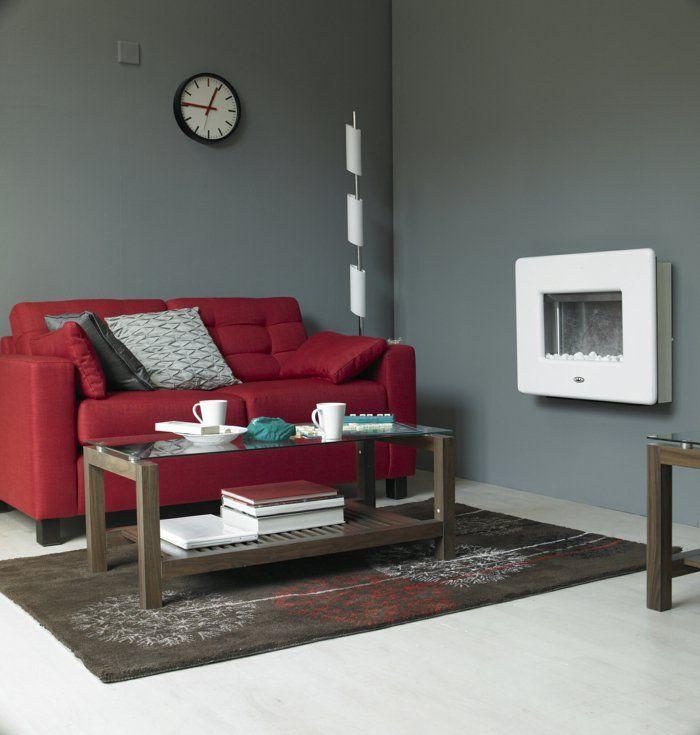 wohnideen wohnzimmer rotes sofa graue wände wanduhr wandkamin q