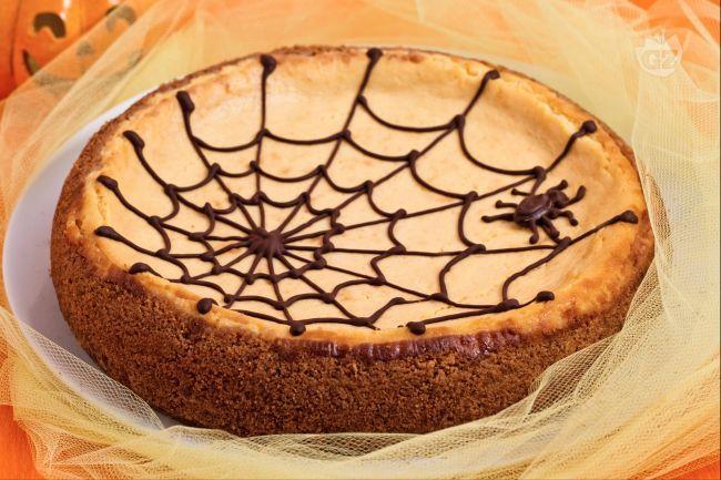 #Halloween si avvicina!  Ecco una gustosa ricetta per preparare una #cheesecake da brividi!!!   Gnam Gnam  http://ricette.giallozafferano.it/Cheesecake-alla-zucca-con-ragnatela.html