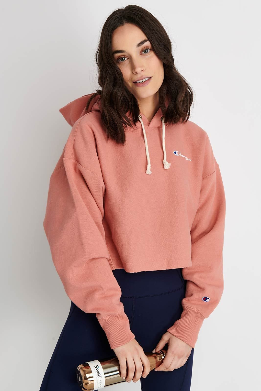 Champion Crop Hoodie With Small Script Logo Rose Champion Cloth Champion Cropped Hoodie Hoddies Outfits Cropped Hoodie Outfit [ 1600 x 1067 Pixel ]