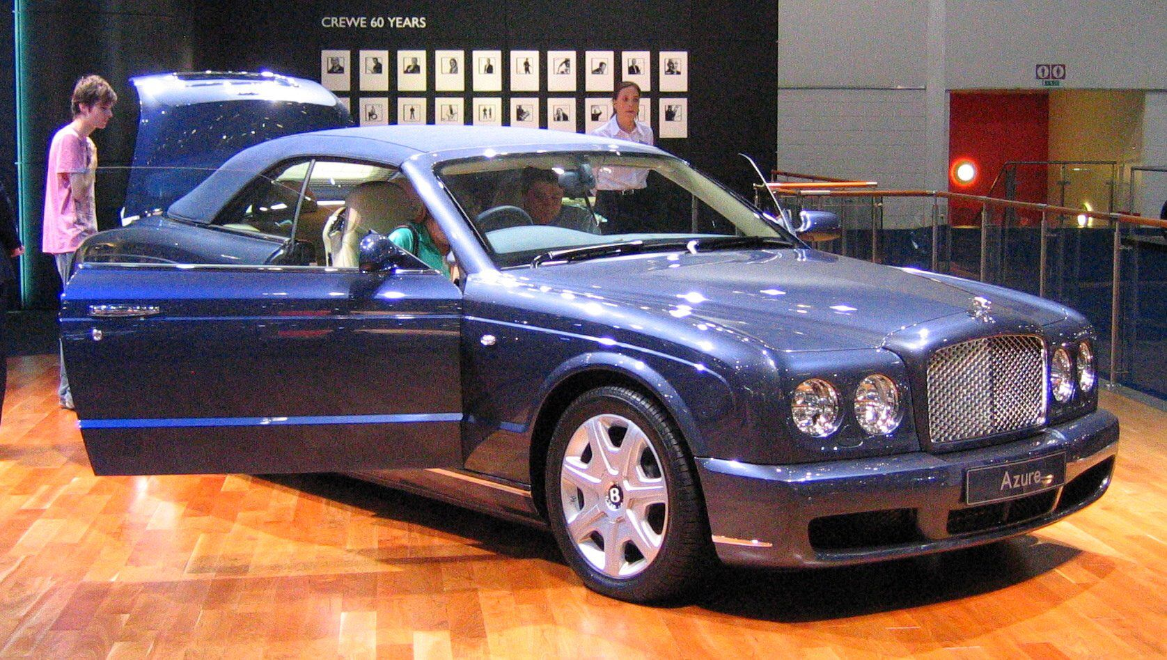 Image from http://www.dbcourt.co.uk/carpictures/images/Bentley%20Azure%202006.jpg.