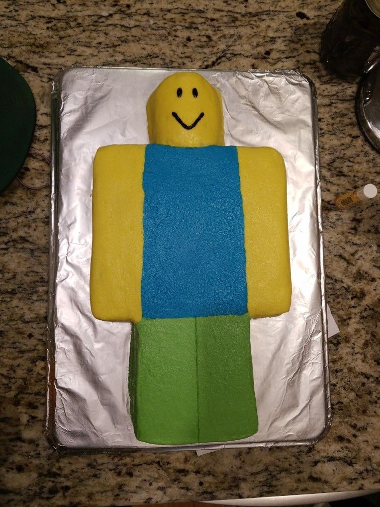 Roblox Noob Cake For A Roblox Party Parties Roblox