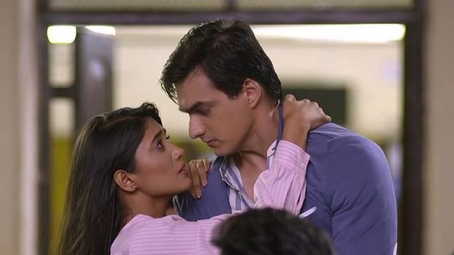 Naira-Kartik's romantic eye lock moment in Star Plus' Yeh