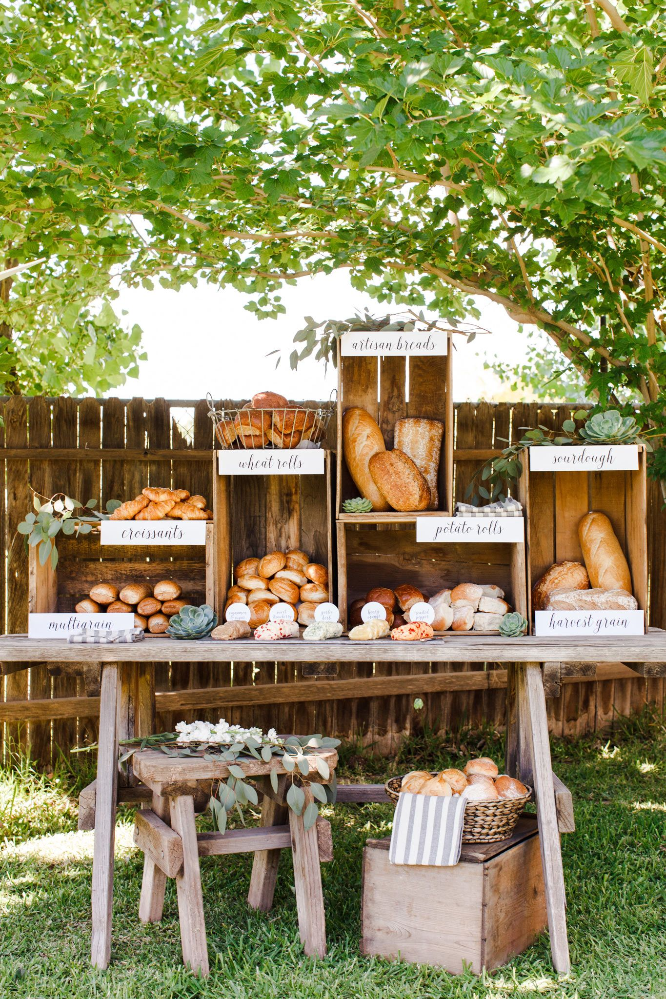 7 Unique Ways to Display Your Wedding Food | Food & Drinks ...