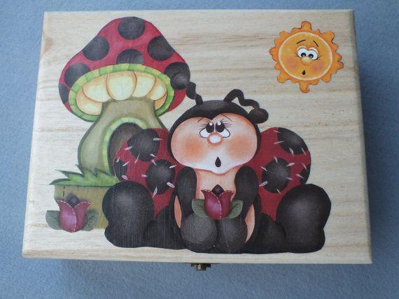 Caja de madera decorada con mariquita y seta en por Hermitinas, €28.00