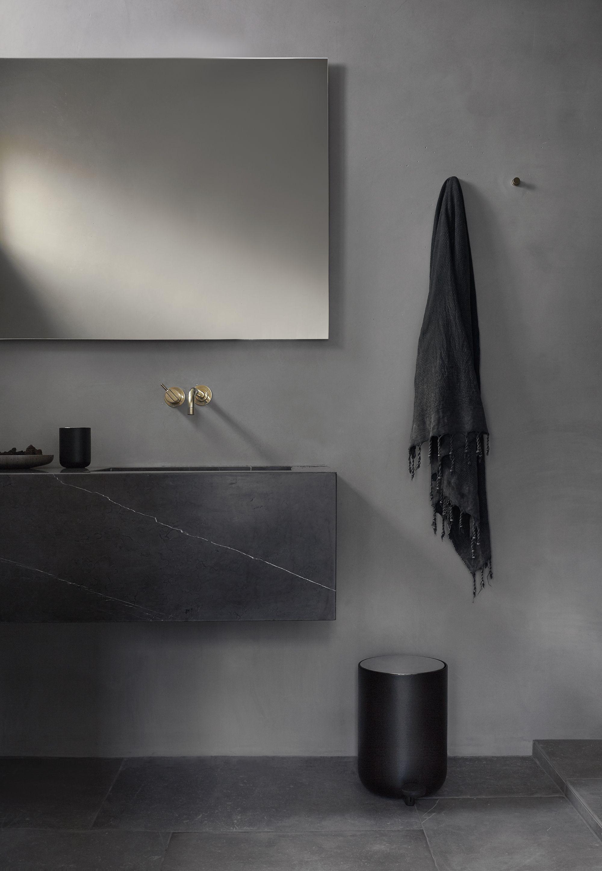 Menu Norm Pedal Bin Norm Toilet Brush Norm Container Salle De Bain Noir Eclairage De Salle De Bain Moderne Salle De Bain Design