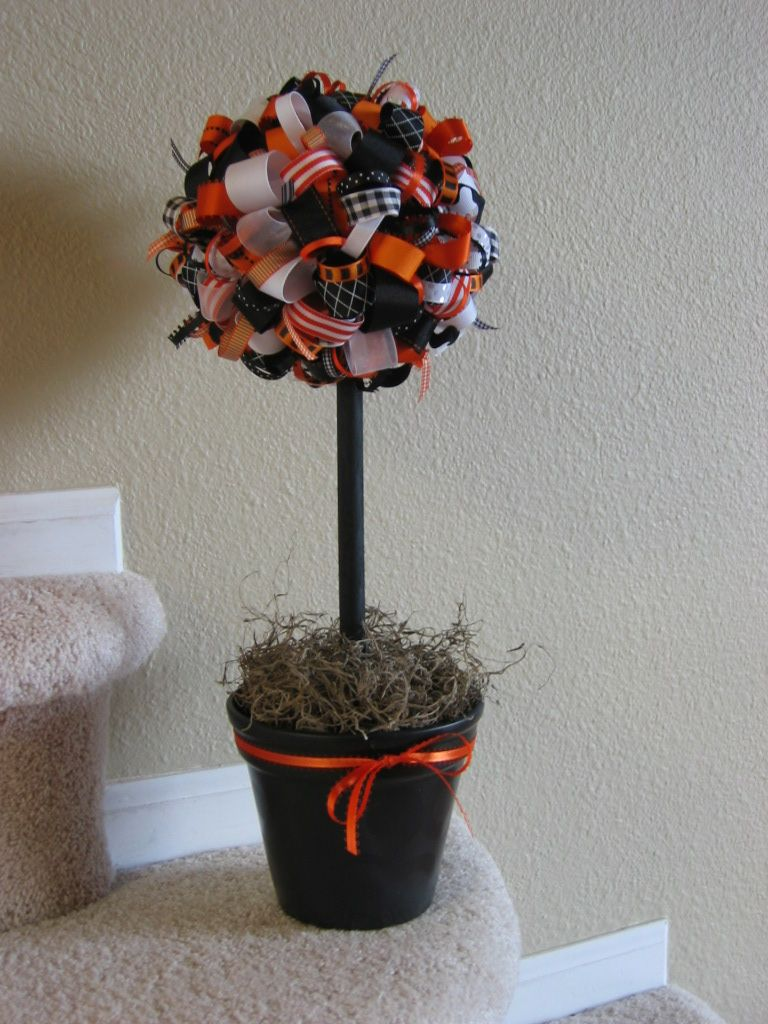 http://jamiebrock.hubpages.com/hub/Super-Cute-DIY-Project-Ideas-Decorating-for-Halloween