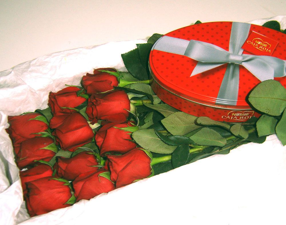 Docena de rosas rojas con bombones