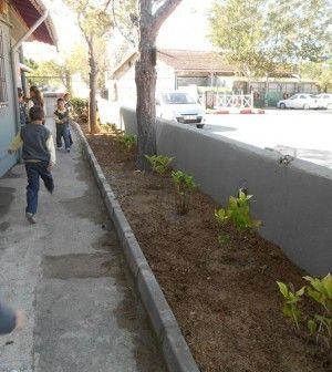 Her eğitim-öğretim yılı öncesinde ilçedeki okullara bir yıllık boya ve temizlik malzemesi temin eden Beykoz Belediyesi , bahçe düzenlemeleri ve bakım çalışmalarıyla da eğitime katkı sunuyor. Beykoz'un okul bahçeleri bakım, çiçek ekim ve bitkilendirme çalışmalarıyla renkleniyor, güzelleşiyor....