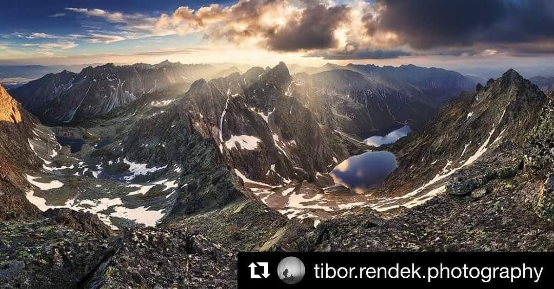 Majestátne  #praveslovenske od @tibor.rendek.photography  Rysy Vysoké Tatry.  #slovakia #slovensko #mountains #landscape #nature #sun #sunset #vysoketatry #hightatras #rysy #tatramountains
