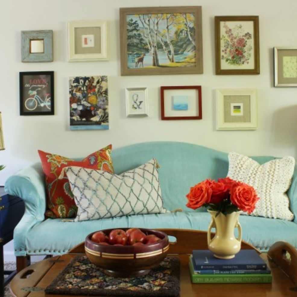 Tour A Vintage Eclectic Living Room Decorated On Budget