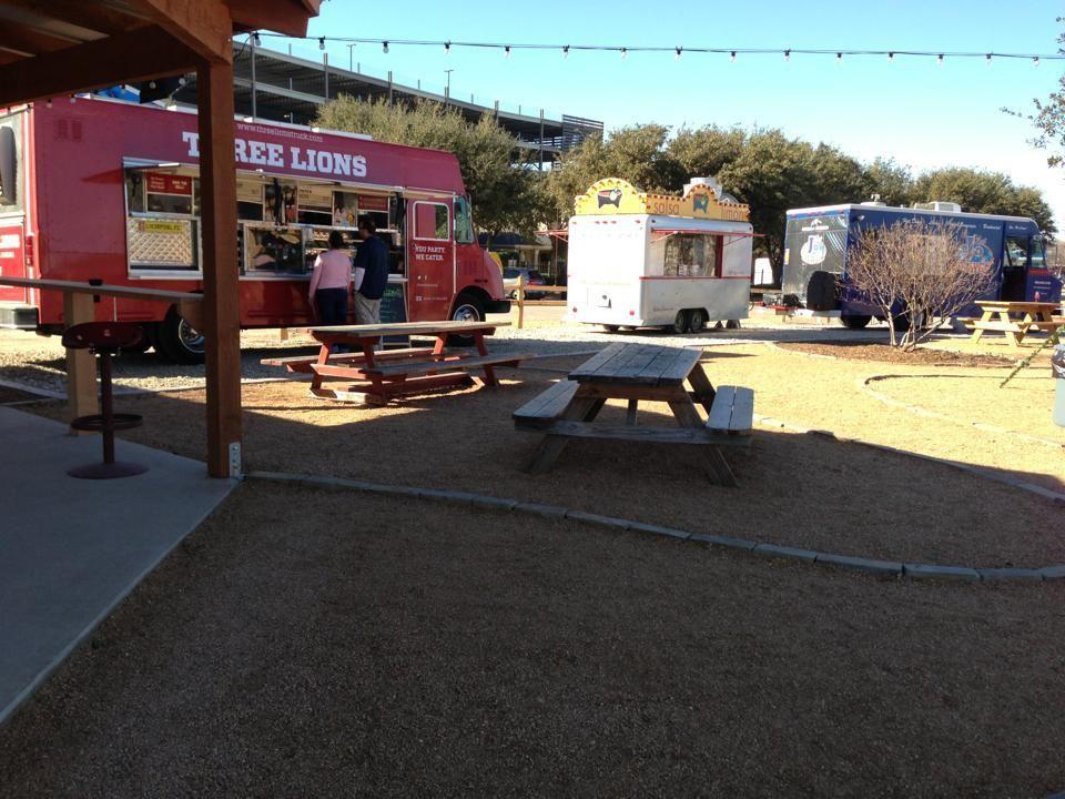Fw clearfork food truck park 1541 merrimac circle