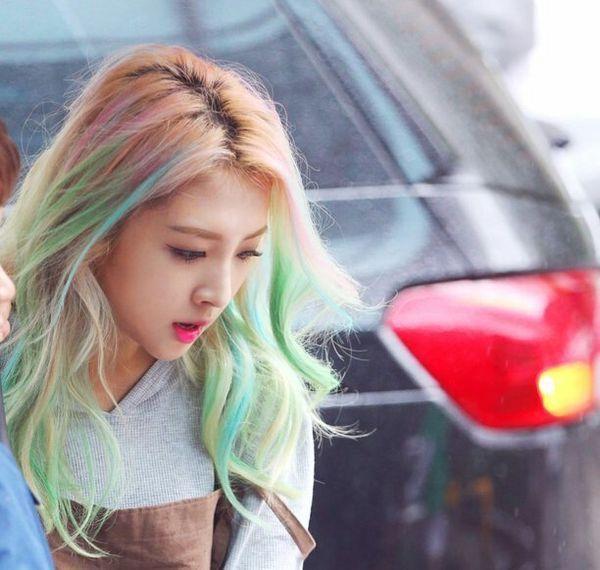 Pin By Nina Hoang On K A R D Jiwoo Hair Womens Hairstyles Rainbow Hair