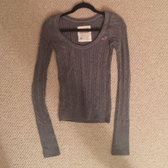 Gray Hollister sweater Light gray sweater from Hollister. Size medium but fits like a small. No flaws, perfect condition. Hollister Sweaters Crew & Scoop Necks
