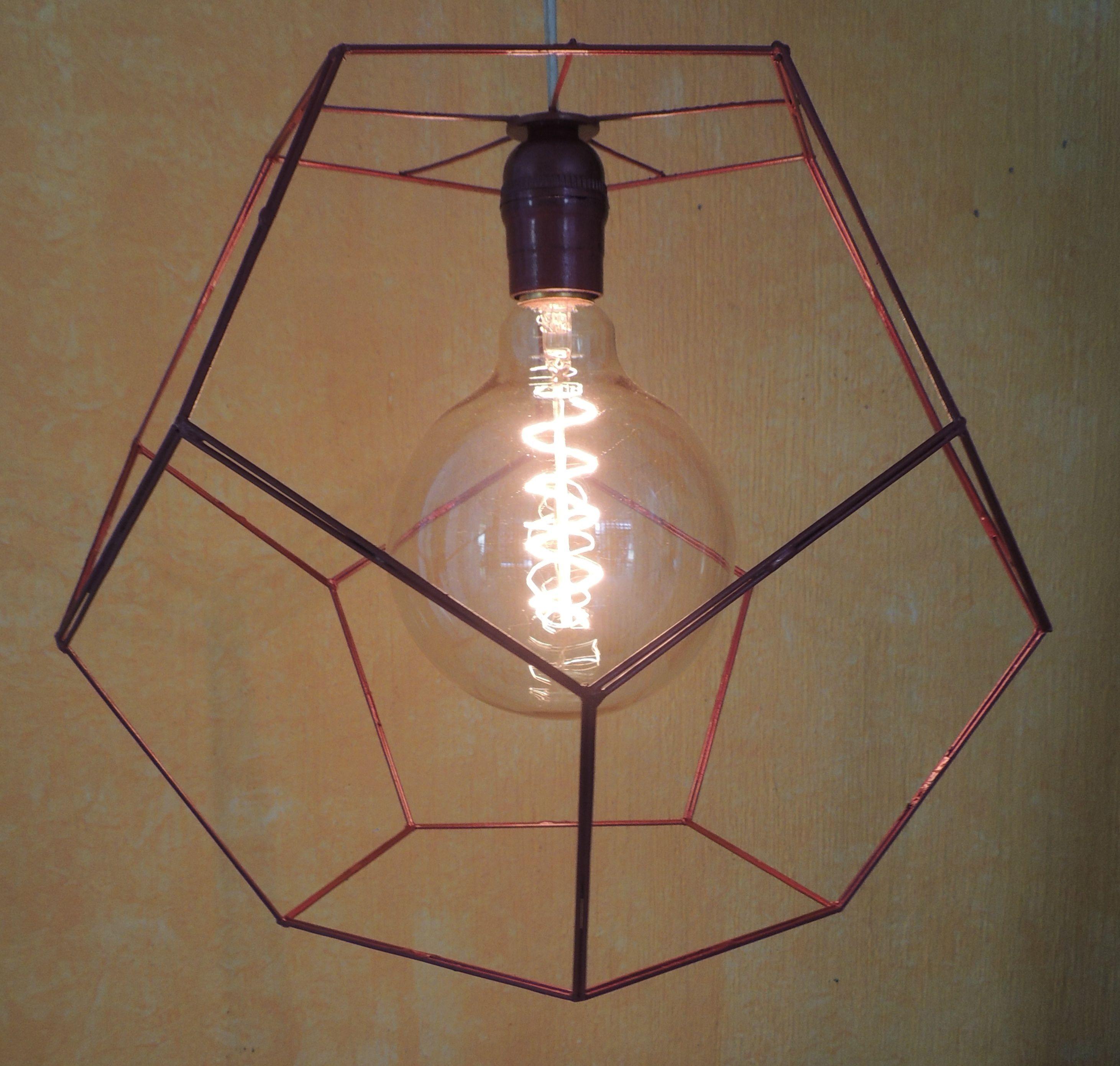 Pantalla dodecaedro para lámpara de techo, hecha a mano con luz cálida 34x27. Color rojo.
