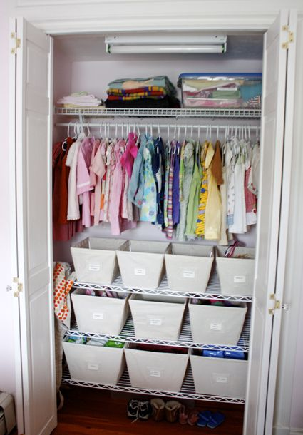 Small closet organization idea storage pinterest for Closet pequenos para ninos