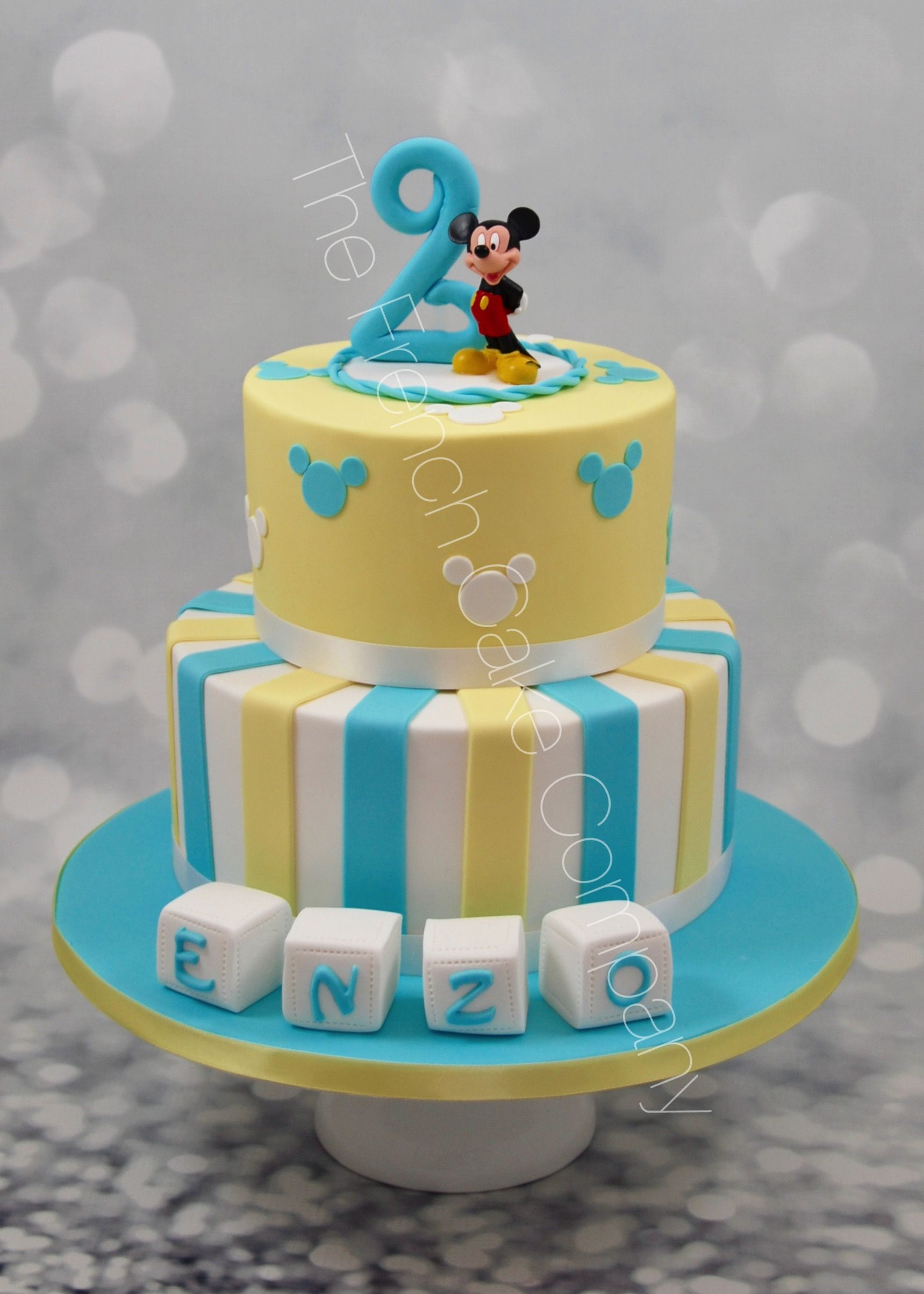 pi ce mont e anniversaire 2 ans th me mickey cake design. Black Bedroom Furniture Sets. Home Design Ideas