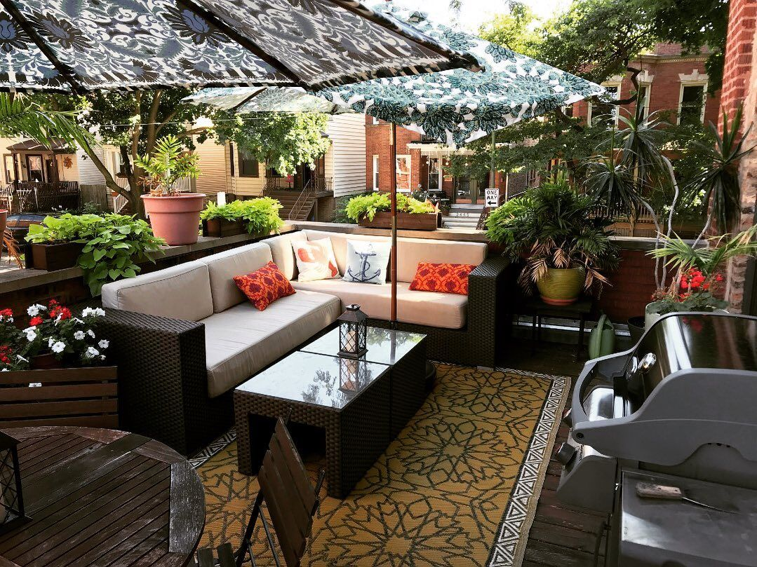 This Chicago Apartment Patio Declares Long Live Summer 1 Bedroom Apartment For Rent In Lincoln Square Chicago Come Chicago Apartment Apartment Patio Patio