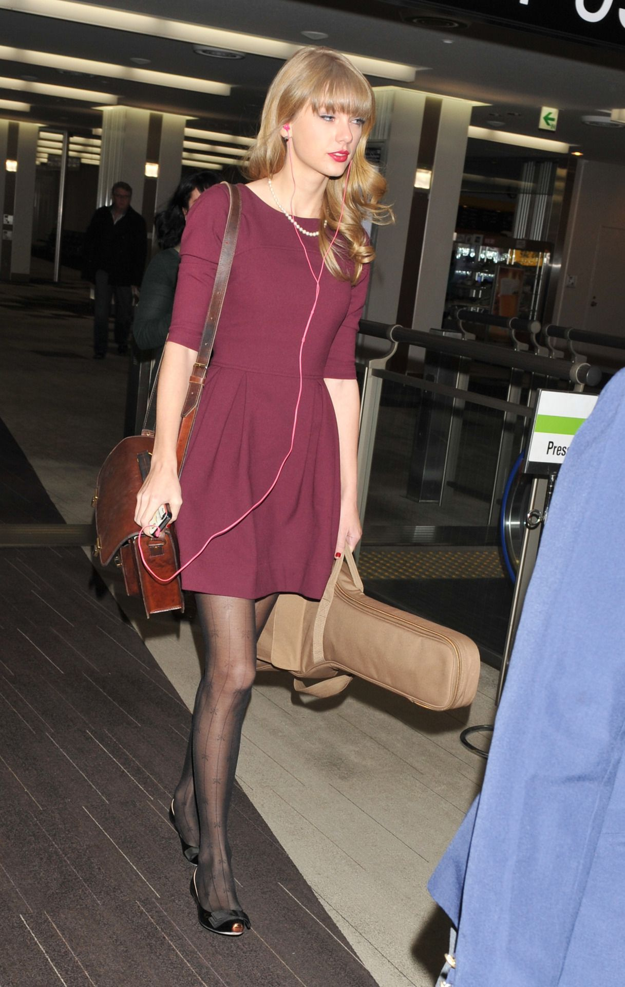 Taylor Swift Sexy Dress With Sheer Black Pantyhose And