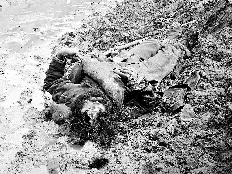 A dead confederate soldier in the trenches at Petersburg ...