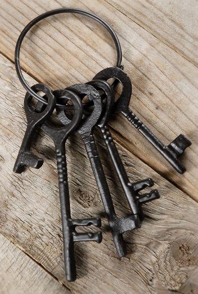 5 metal skeleton jailer keys on a ring vintage pinterest cl serrure et clefs. Black Bedroom Furniture Sets. Home Design Ideas