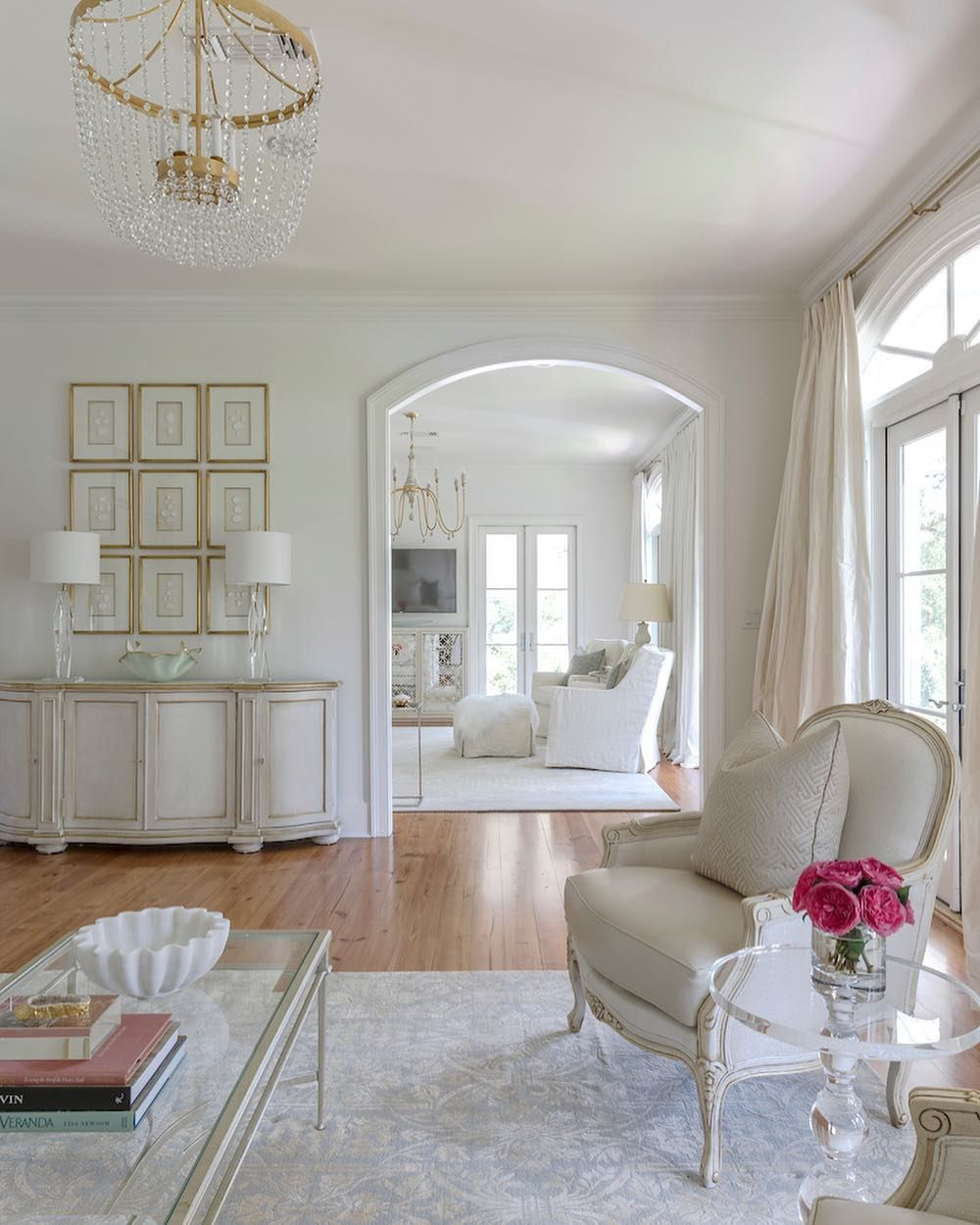 The French Mix Interior Design On Instagram Classic Is Stunning Elegant Interiors By Jennifer Dicerbo Elegant Interiors House Colors Elegant Interior Design