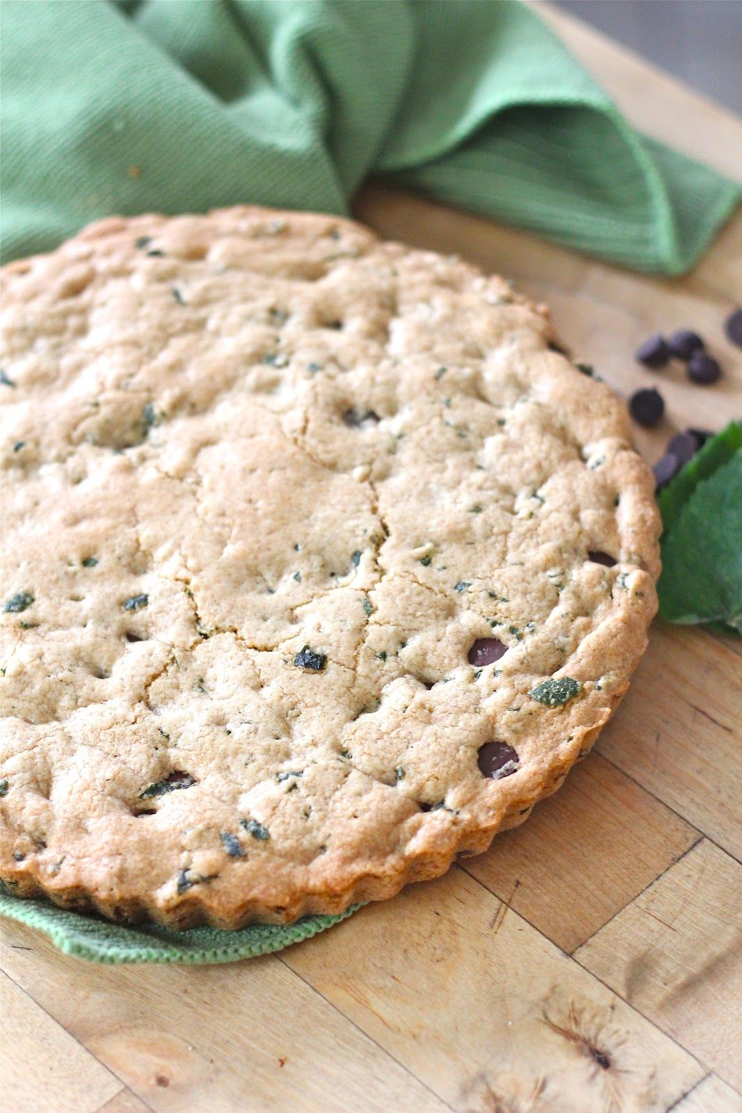 Whole grain mint and dark chocolate chip cookie pie