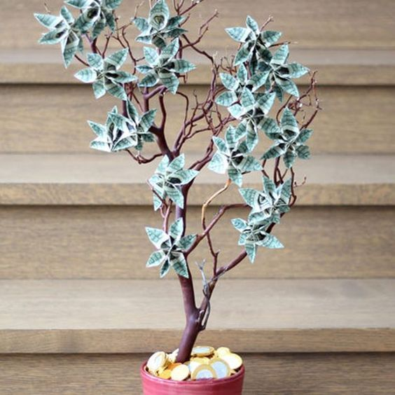 Money Trees Are Branch Arrangements Decorated With Dollar Bills Folded Into Fl Shapes They Make Great Gifts For Birthdays Graduations And Weddings