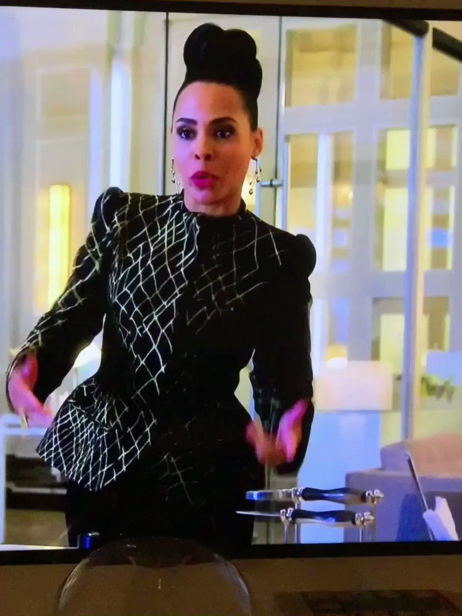 amirah vann on twitter we can woo her together htgawm business casual attire fashion editorial fashion amirah vann on twitter we can woo her