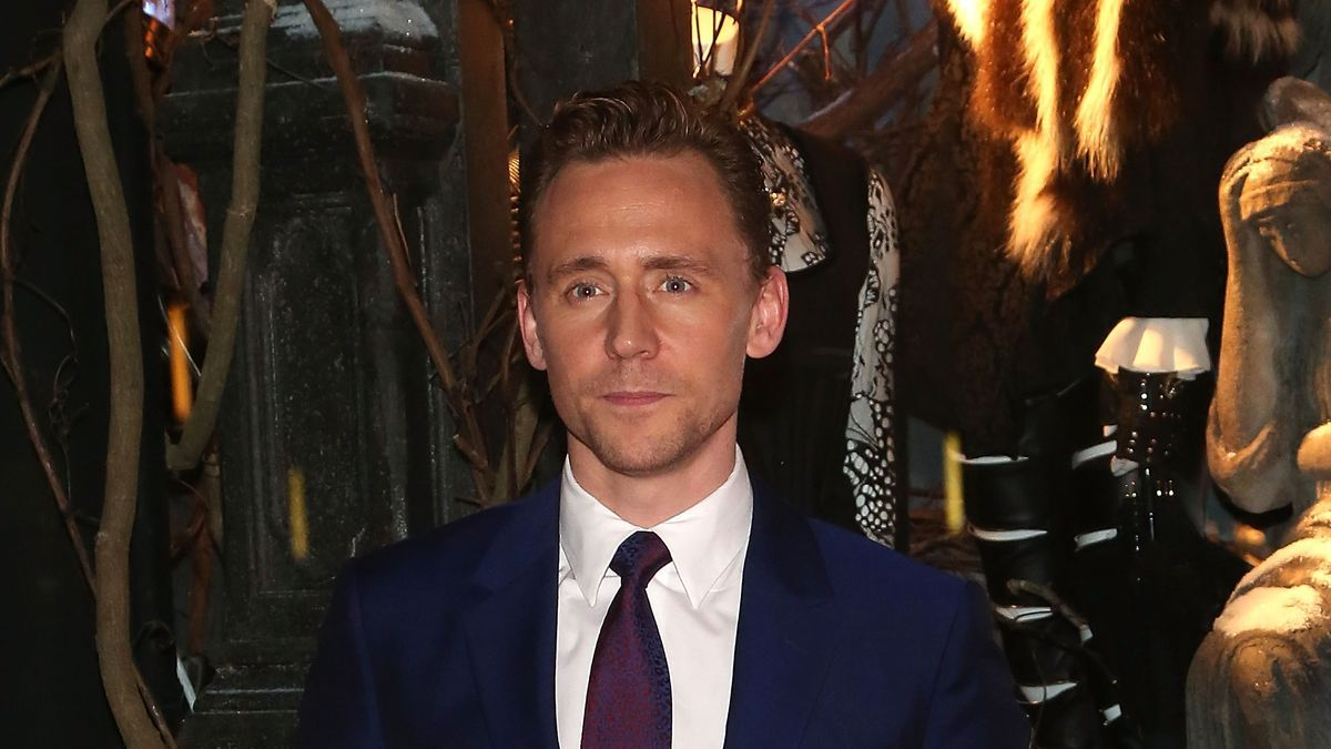 Tom Hiddleston Needs To Start Wearing Glasses Everyday And These Pics Prove It - MTV
