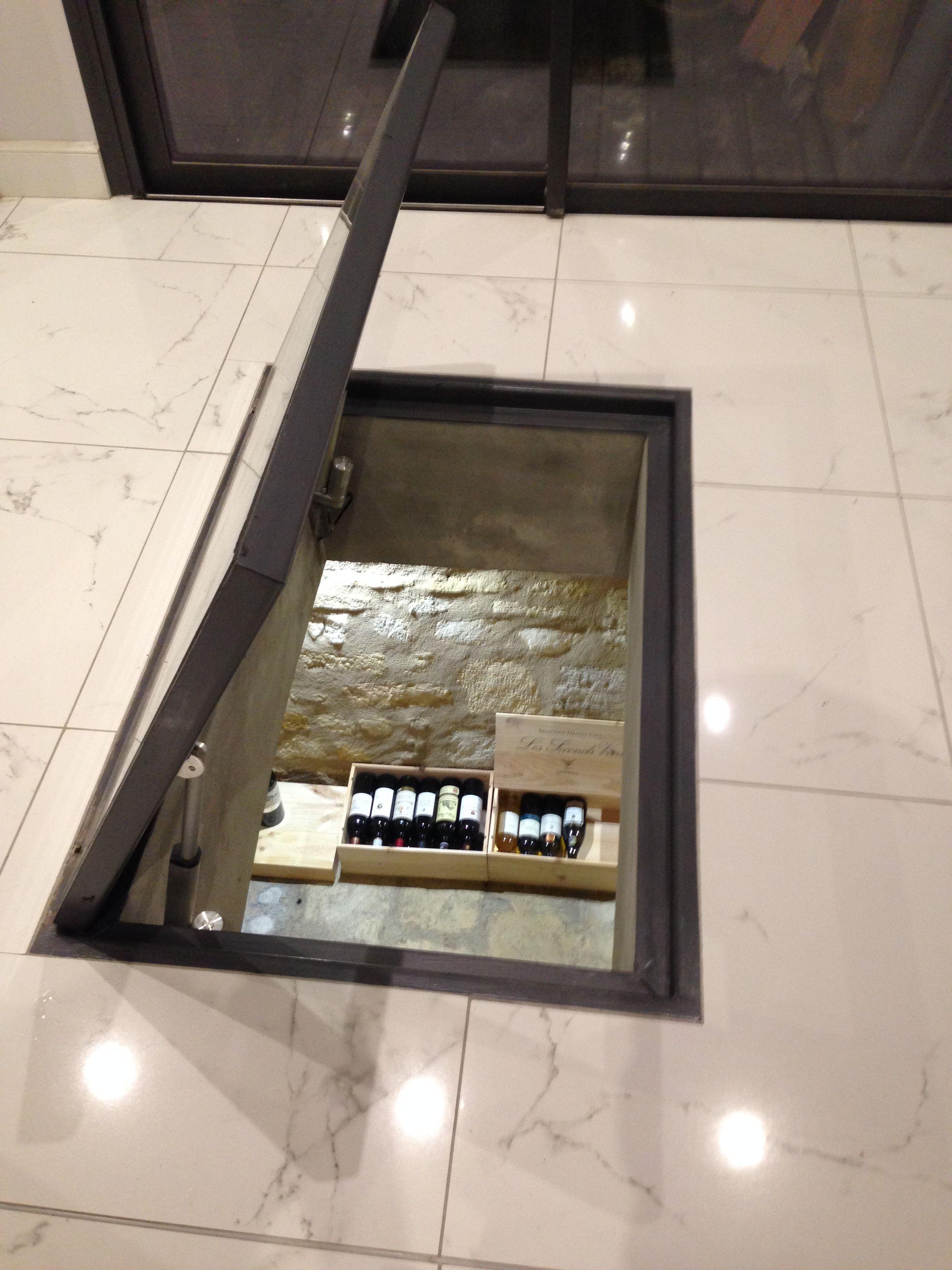Trappe Vitree Transparente Pour Cave A Vin Dans Salon Cave A Vin