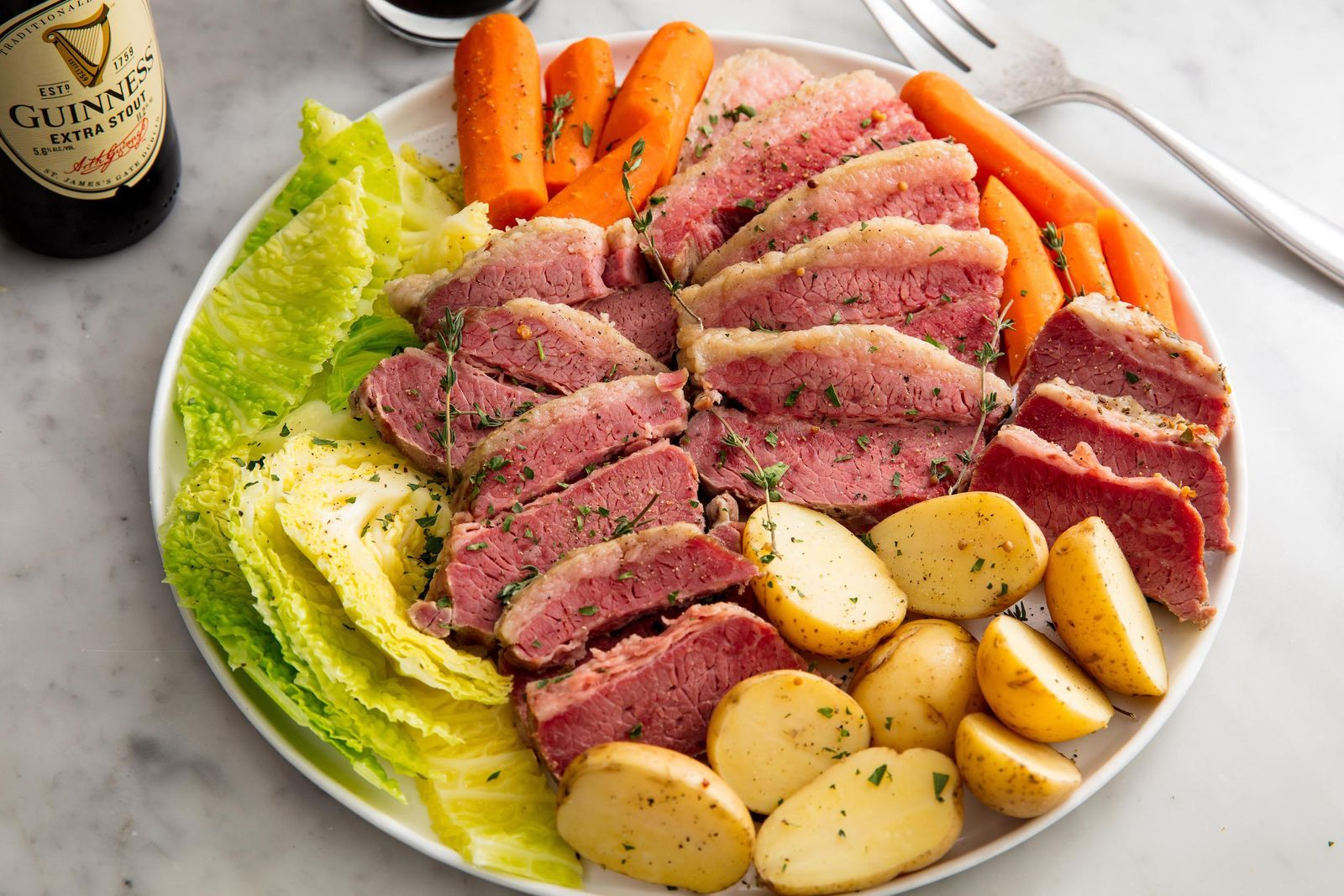 Slow Cooker Corned Beef Cabbage Is Crazy Tender Recipe In 2020 Slow Cooker Corned Beef Cabbage Recipes Corned Beef Recipes
