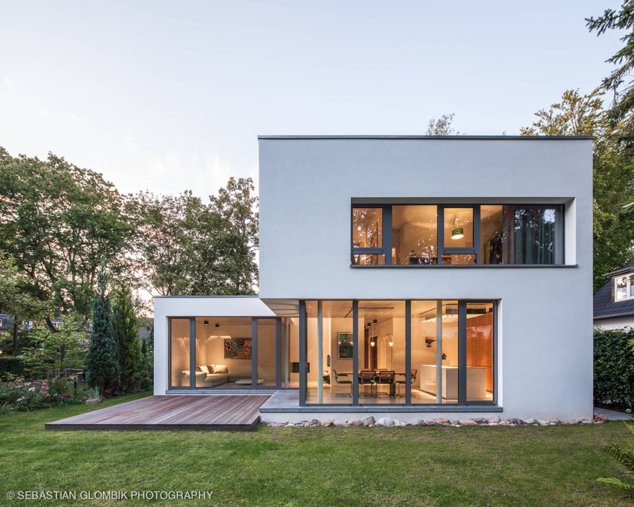 A Fashionable Bauhaus Inspired Budget Home Homify Bauhaus Style Facade House Architecture