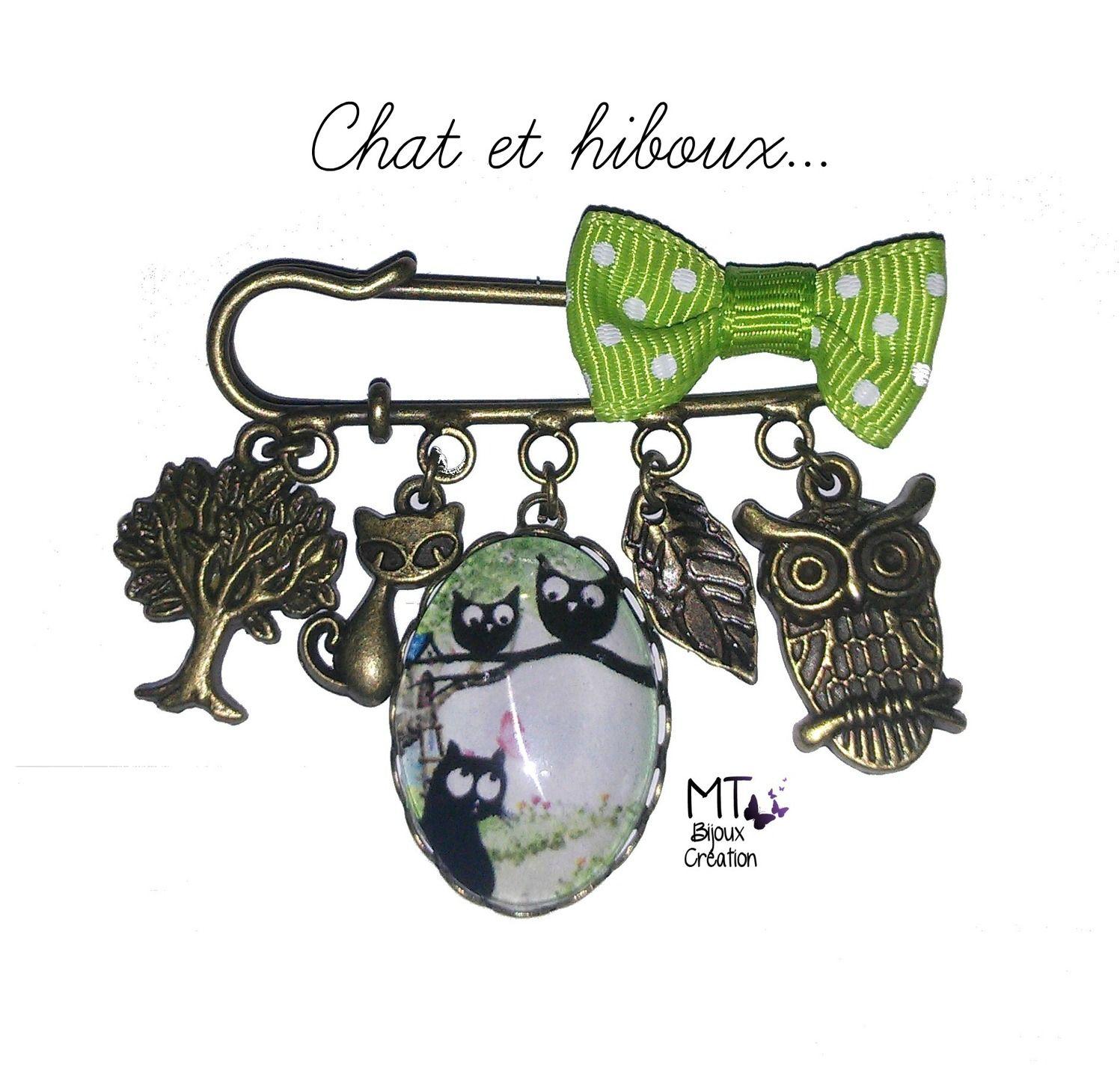 """Broche laiton et petit noeud """" Chat et les hiboux"""" : Broche par mt-bijoux-creation"""