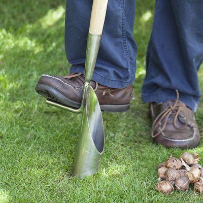 Bollenplanter op steel met een diameter van 6 cm voor het planten van bollen.