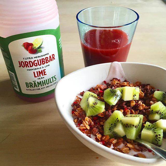 Brämhults frukt juice Jordgubb Lime • yoghurt kvarg • pauluns kakao hallon granola • kiwi