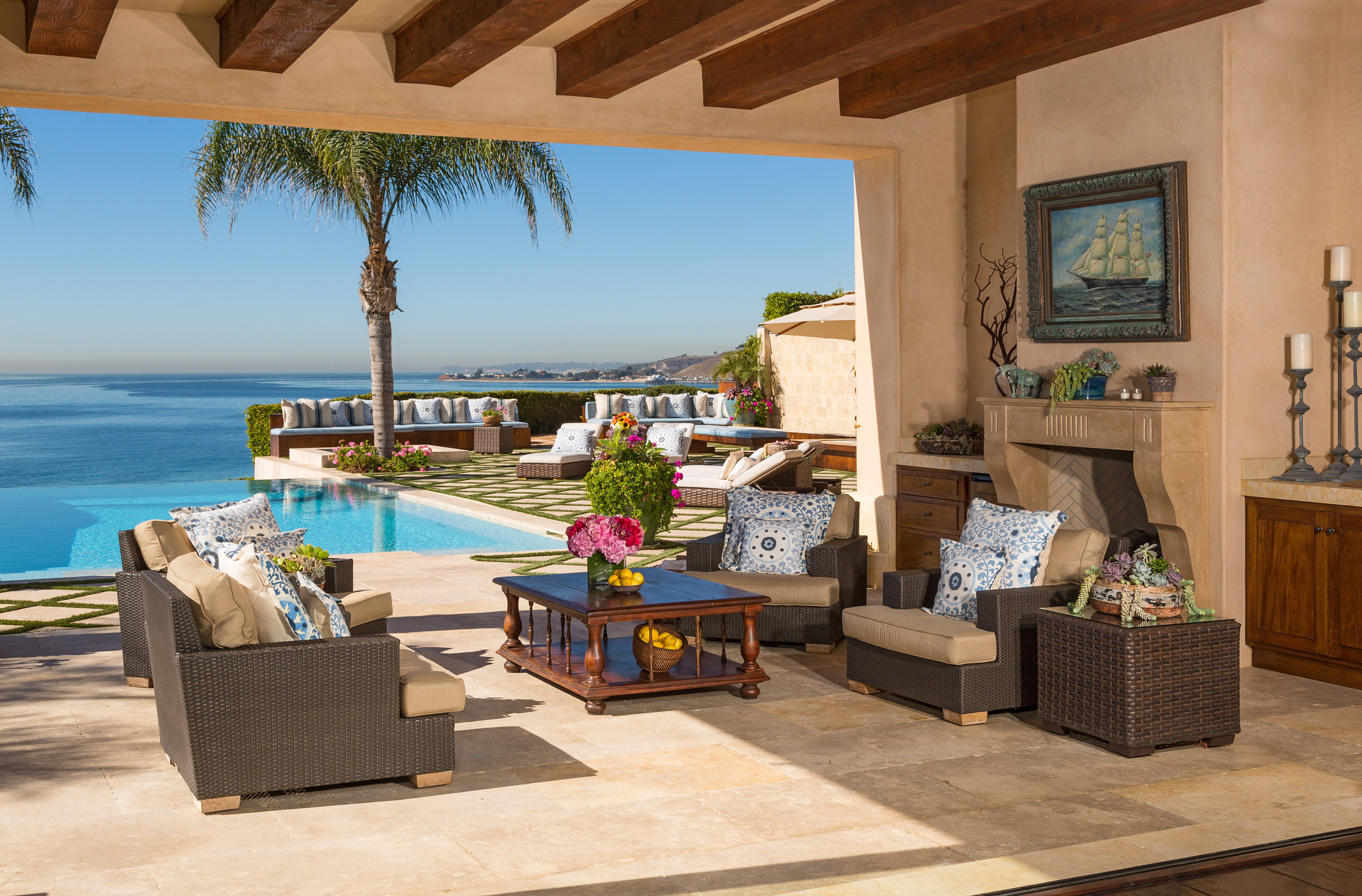 Malibu Home Of The Real Housewives Of Beverly Hills Yolanda And David Foster Sells For 19 Million Malibu Homes Malibu Mansion Yolanda Foster Home