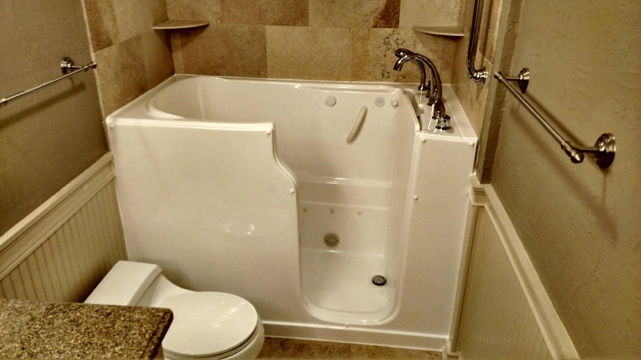 Right Door Super Soaker Theratub In Standard Size Bathspace With