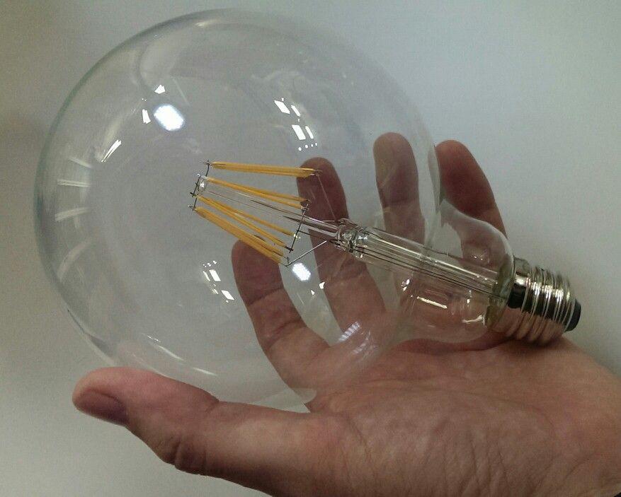 viendo las nuevas bombillas de filamento led tipo globo