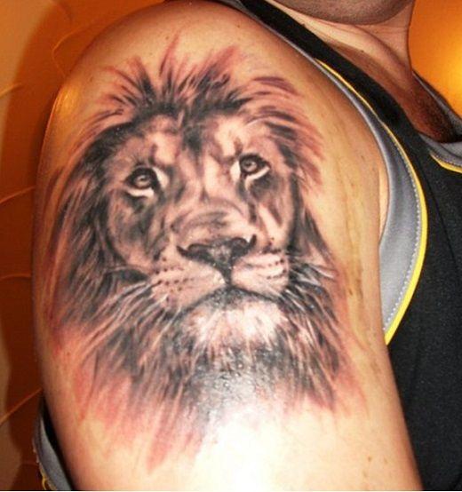 id e de tattoo t te de lion sur l 39 paule r aliste tatouage signe du zodiaque lion. Black Bedroom Furniture Sets. Home Design Ideas