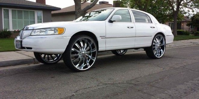 98 Lincoln Town Car On 28 S