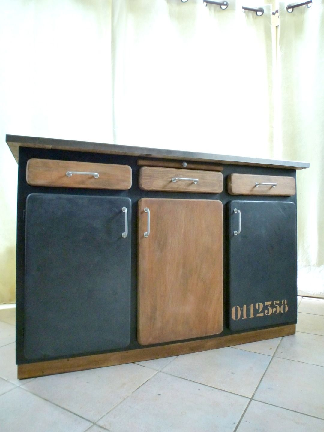 buffet vintage relook en bahut industriel vintage et buffet de f te. Black Bedroom Furniture Sets. Home Design Ideas