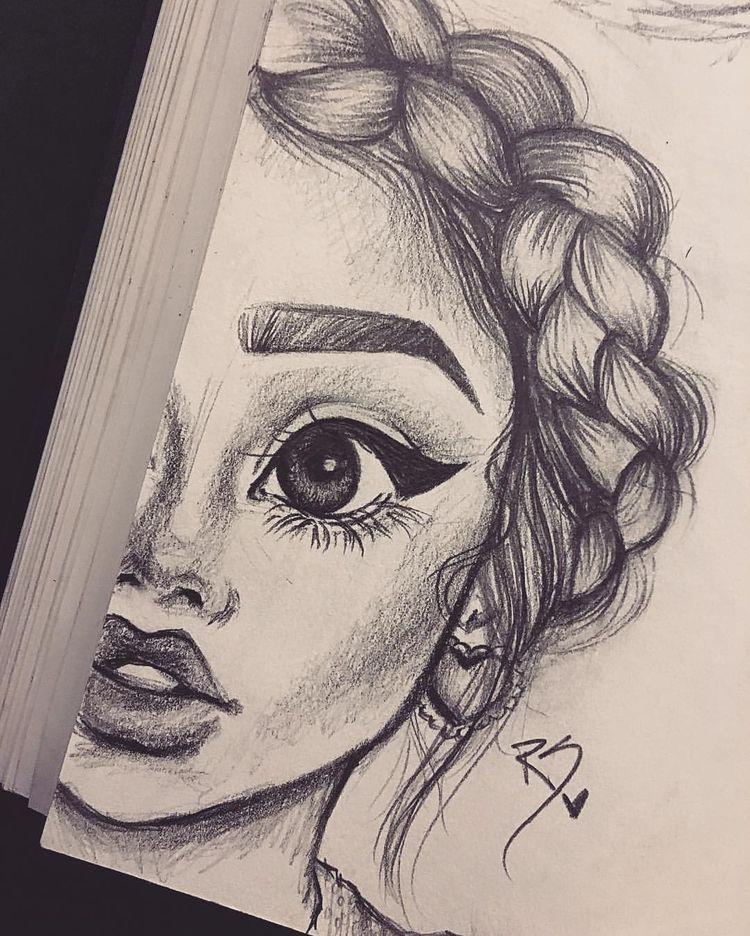 Drawing Of Half A Face In Pencil Women Art Drawings Art Et Art