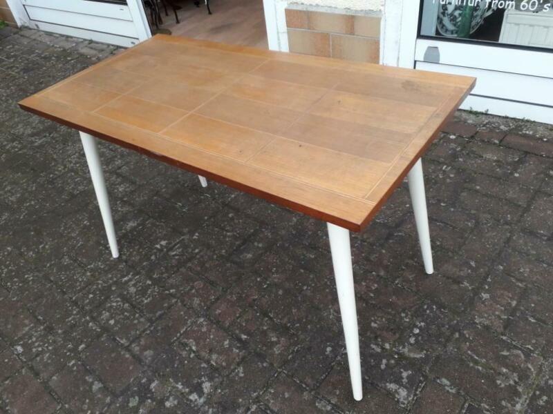 Schicker Echtholz Beistelltisch Couchtisch Aus Den 60ern Helle Holzplatte Mit Intarsien Und Hellen Beinen Masse Vintage Beistelltische Beistelltisch Tisch