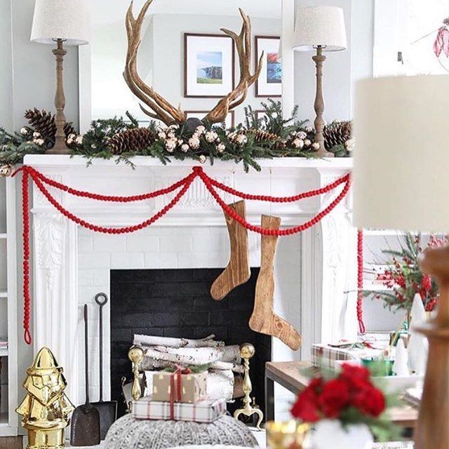 45+ Cozy Christmas Mantel Decor Ideas For A Fresh Feel Pinterest - christmas decorations for mantels